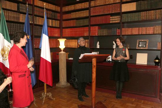 La Embajadora De Francia En M 233 Xico Impone Las Insignias De