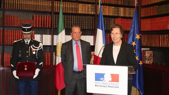 Delfin sanchez re oit la l gion d honneur la france au - Chambre de commerce franco mexicaine ...